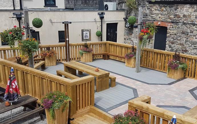 Fountain Inn Okehampton Builds New Decked Garden Area
